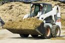 Bobcat nuoma su kaušu: kelių tiesimas, žemės kasimas, lyginimas, krovimas