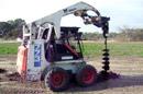 Bobcat nuoma su hidrauliniu grąžtu: žemės gręžimas, stulpams